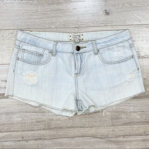 I love H81 Distressed Light Wash Jean Shorts 28